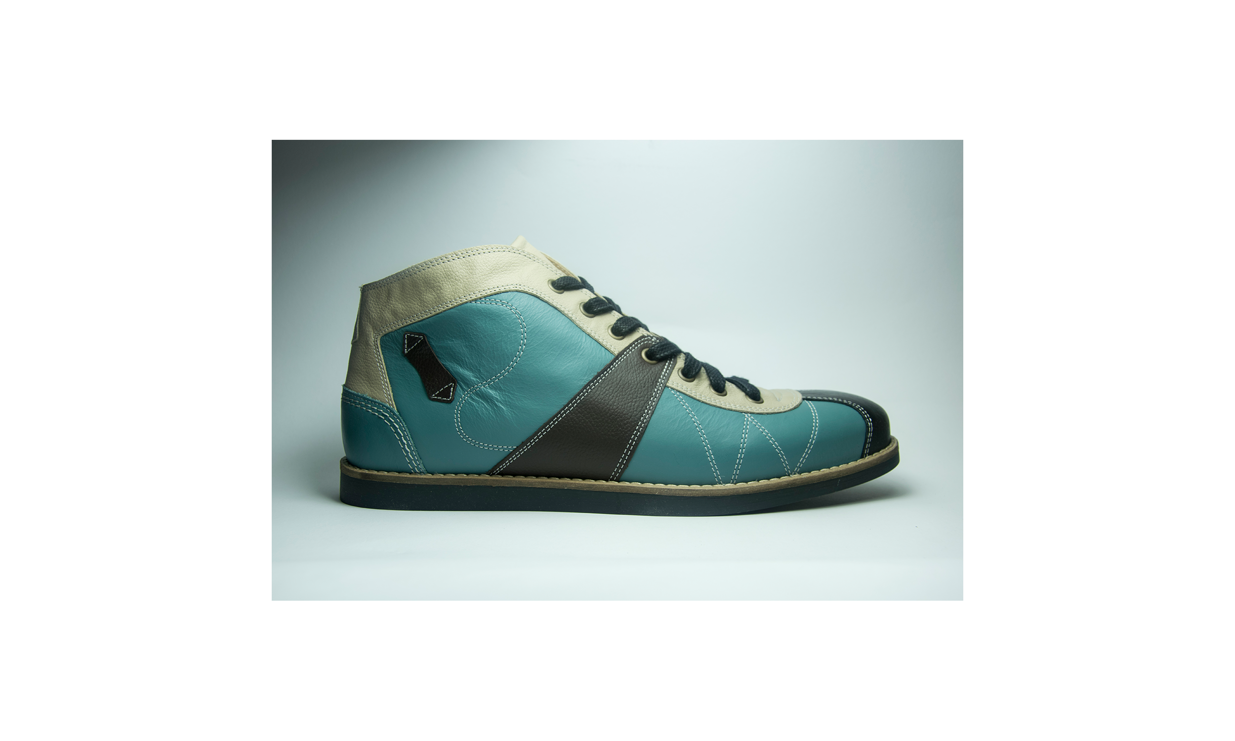 the Kicker lightblue/brown/cream
